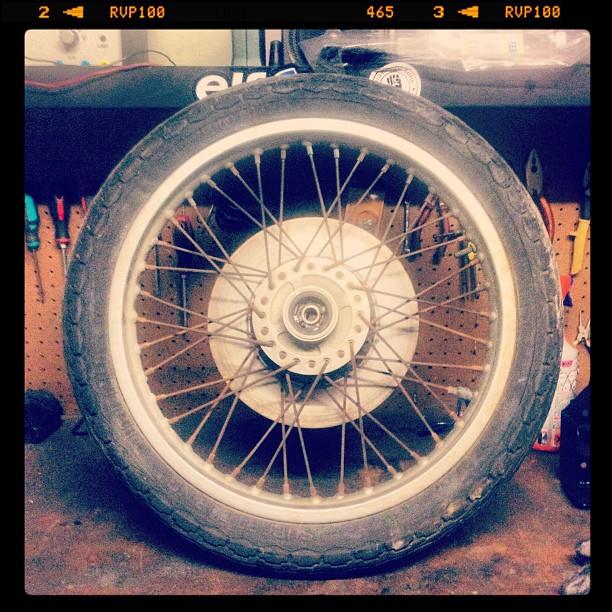 Oil13 Cafe & Racer Kz400 Front Wheel Disassembly