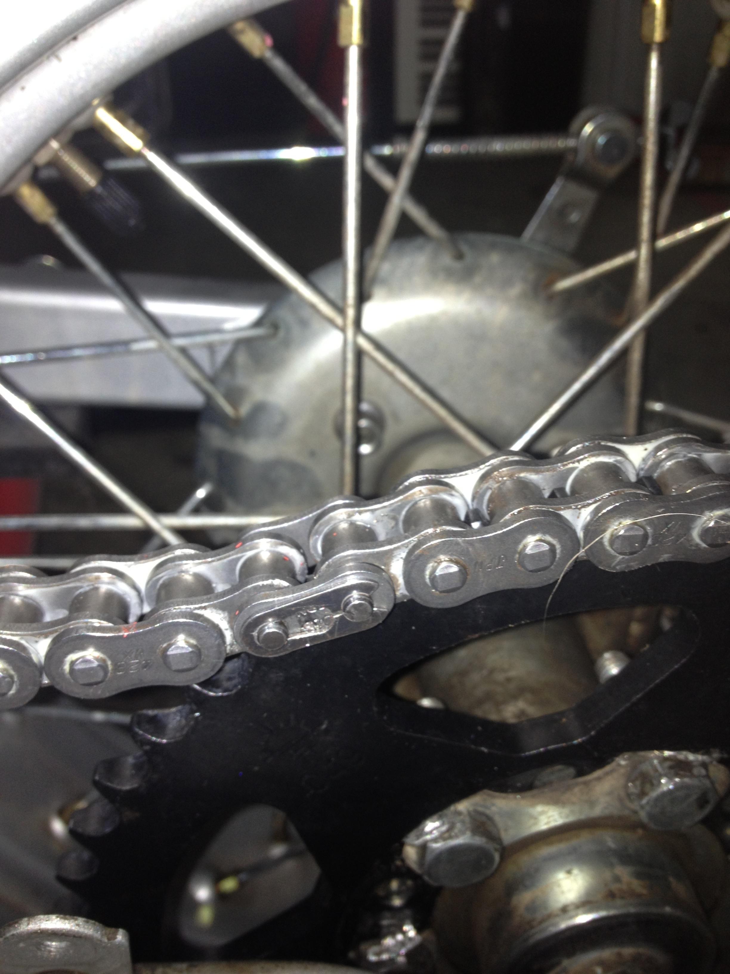 Oil13 - Yamaha Tw 125 Chain Detail 2