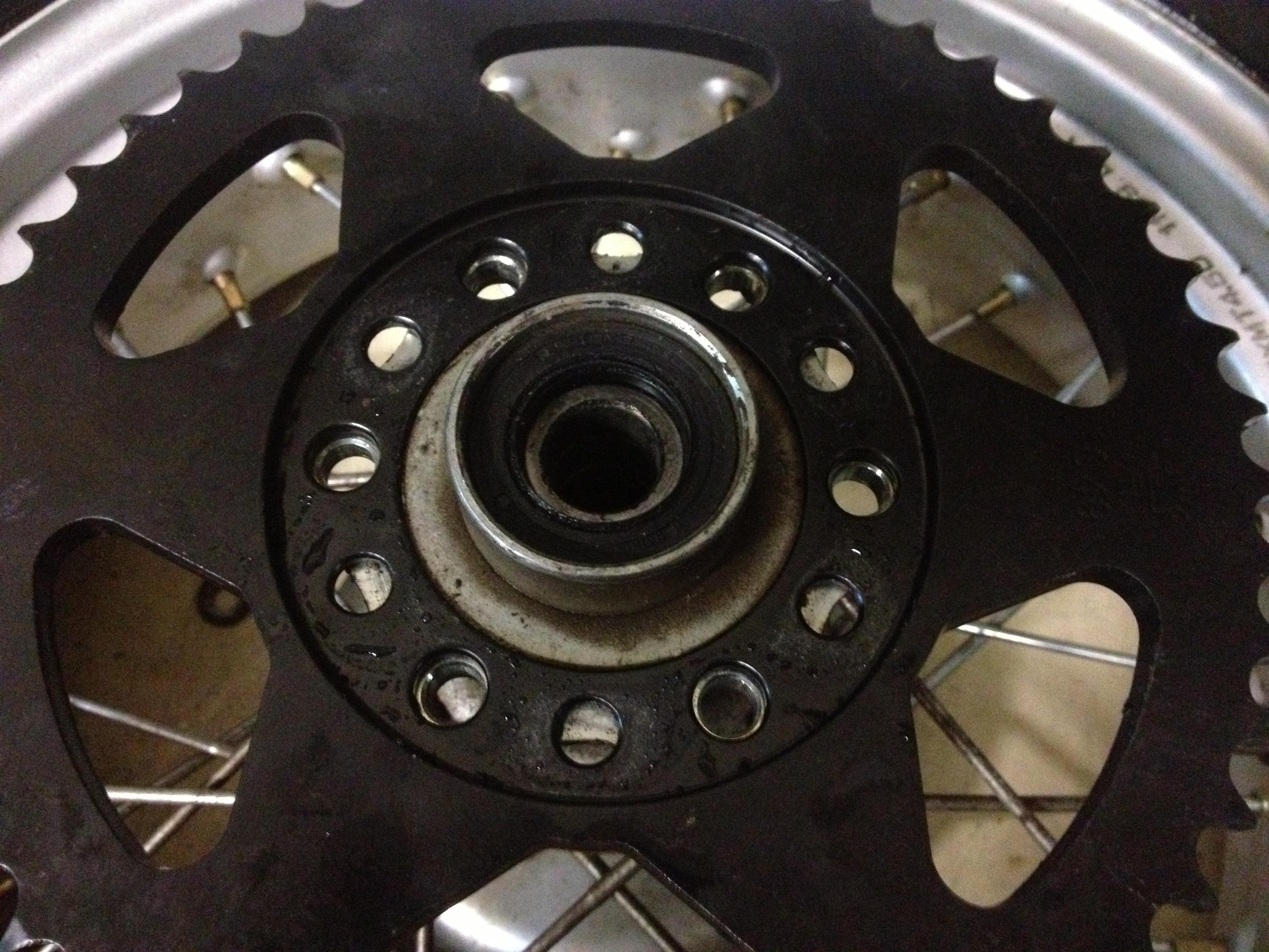 Oil13 - Yamaha Tw 125 Corona Detail 1