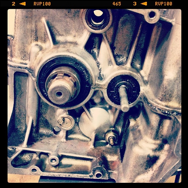Oil13 – Kawasaki kz400 Abriendo el Motor 1