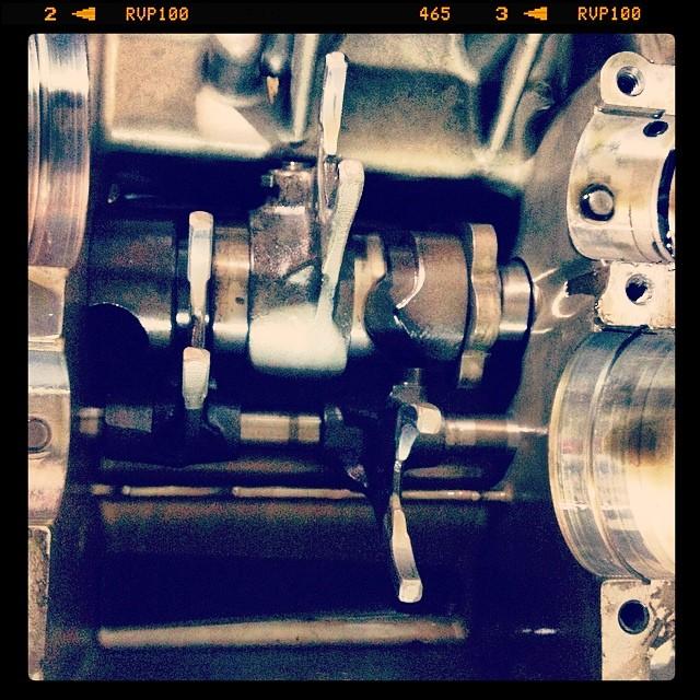 Oil13 – Kawasaki kz400 Abriendo el Motor 10