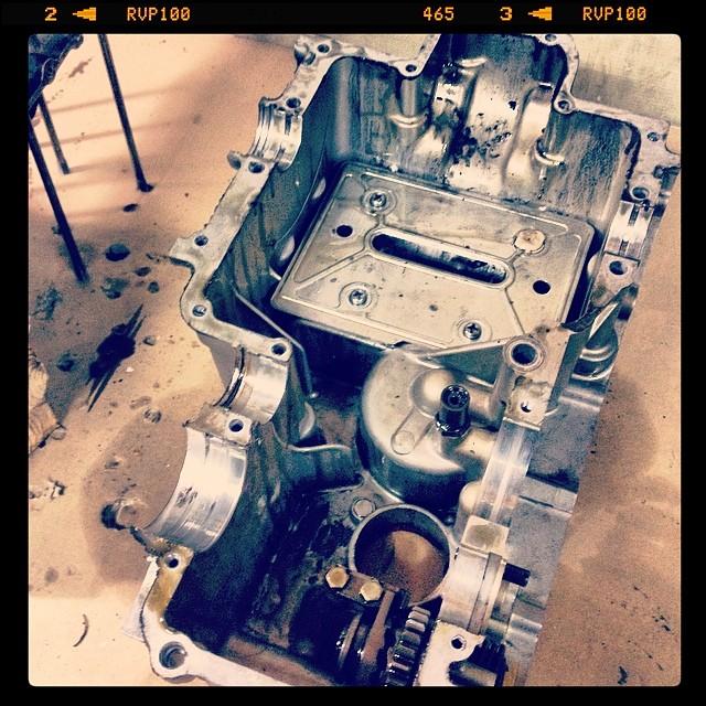 Oil13 – Kawasaki kz400 Abriendo el Motor 14