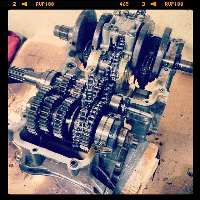 Oil13 – Kawasaki kz400 Abriendo el Motor 3