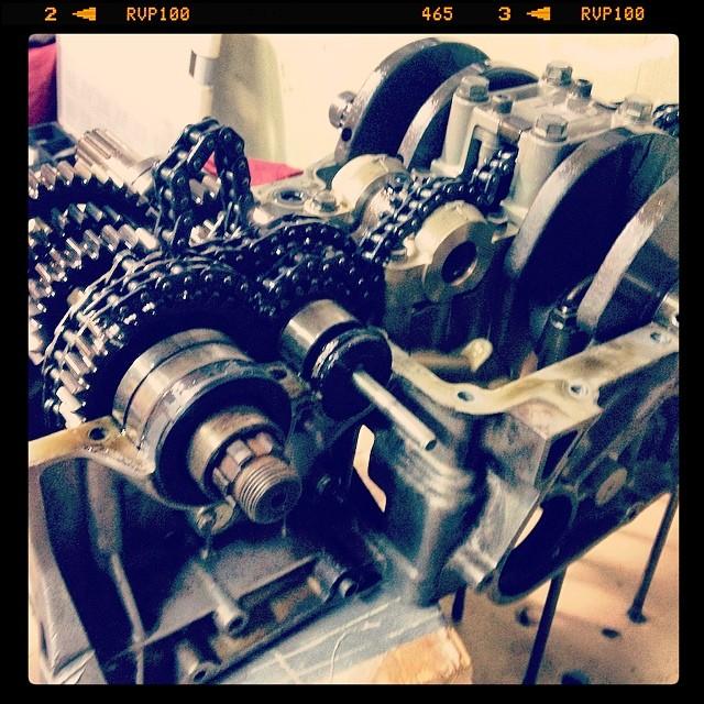 Oil13 – Kawasaki kz400 Abriendo el Motor 4