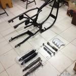 Oil13 Restaurando el Poderoso Jawa350 Con Sidecar en Nápoles_1