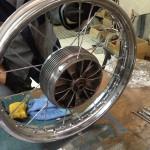 Oil13 Restaurando el Poderoso Jawa350 Con Sidecar en Nápoles_2