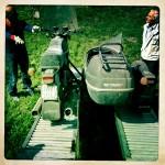 Oil13 Restaurando el Poderoso Jawa350 Con Sidecar en Nápoles_8