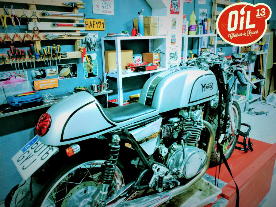 Oil13 - YAMAHA XS650 1977 Café Racer Back Right Side