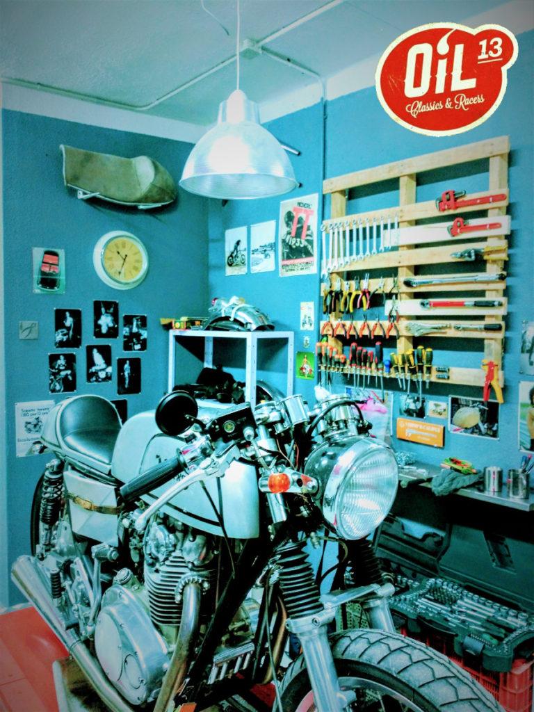 Oil13 - YAMAHA XS650 1977 Café Racer Front Side